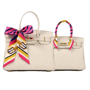 Using ribbon as a handbag accessory